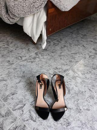 Zapatos tacón estradivarius