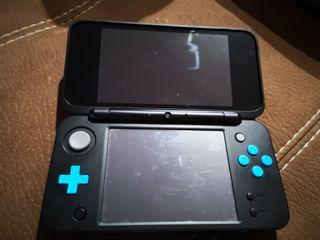 NINTENDO 2DS XL azul y negra