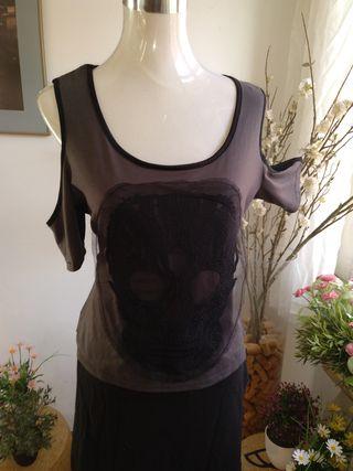 blusa gotica calavera hombros descubiertos