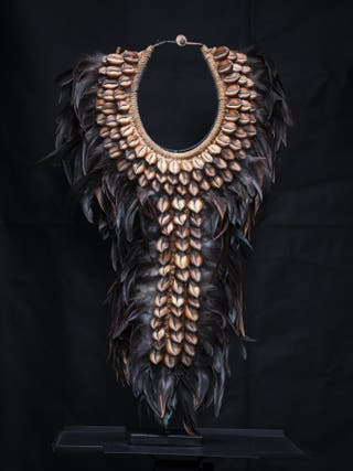 Collar tribal color negro hecho a mano