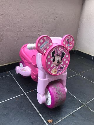 Moto minie niña