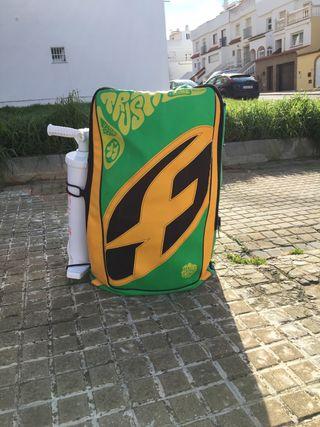 Equipo de KiteSurf En Tarifa