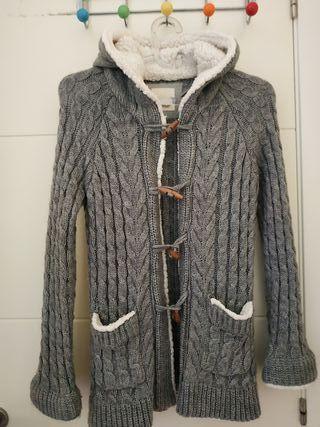 Chaqueta Zara.con borreguito y capucha.