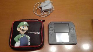 Nintendo 2DS con funda y cargador original