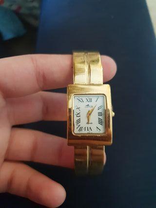 Reloj clásico Lotus (chapado en oro)