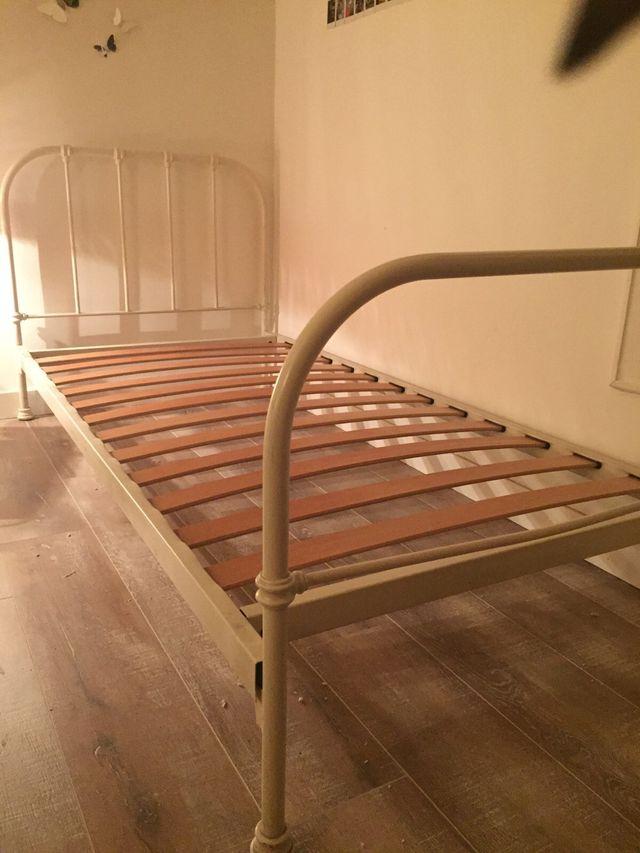 Vendo cama de hierro con su somier y su colchón