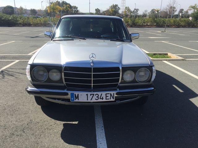 Mercedes-Benz W123. 1982