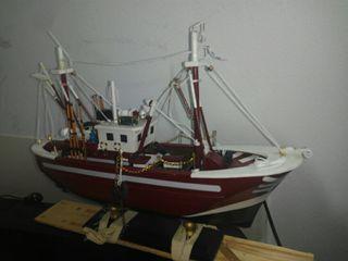 Maquetas artesanas barco pesca.