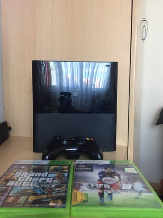 Xbox 360 slim 2014 con gta v y fifa 16