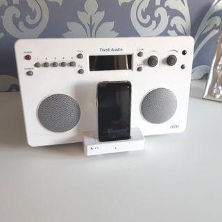 Radio para iPod/iTouch/iPhone. Costó 489