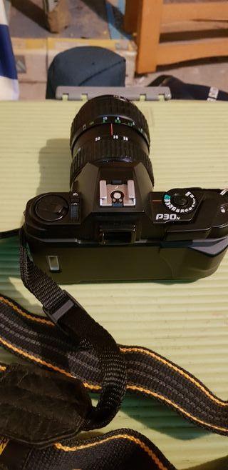 Antigua cámara de fotos reflex.
