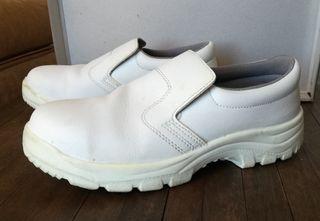 Zapatos cocina blancos