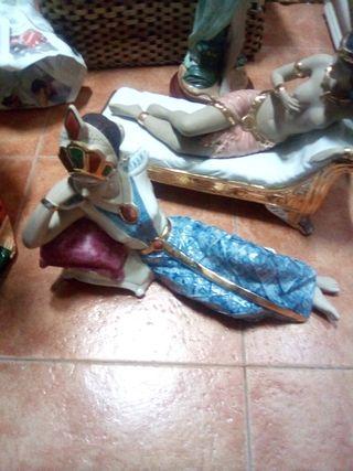 figuras de porcelana muy bonita