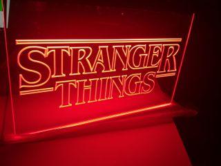 Cartel luminoso serie stranger things