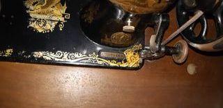 Maquina antigüa se coser Singuer