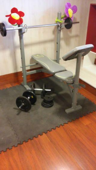 Banco de pesas + barra con pesas