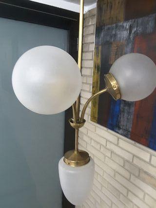 Lámpara modernista.