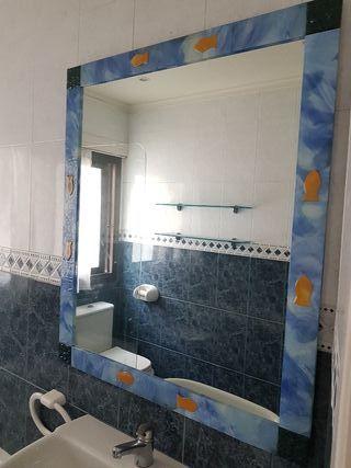 Espejo y baldas baño