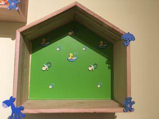 Balda de madera niños forma casa