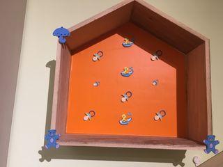 Balda de madera niños forma de casa