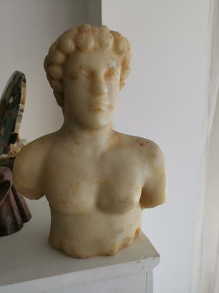 Antigüeda Escultura mármol mazizo ruinas Cartago