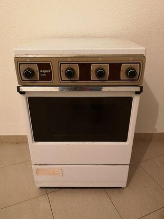 Cocina de Gas Butano Aspes G-306. Horno y encimera