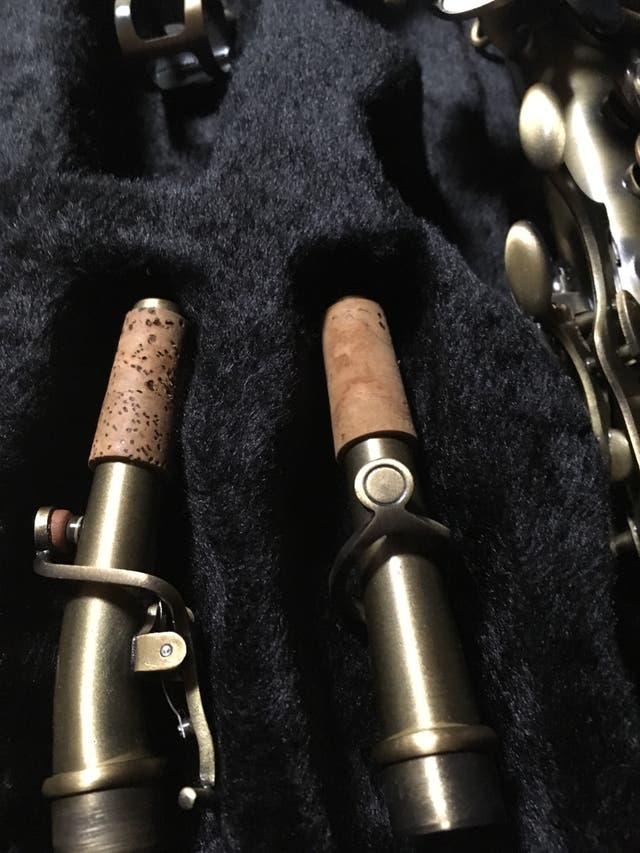 Saxo soprano con dos tudeles