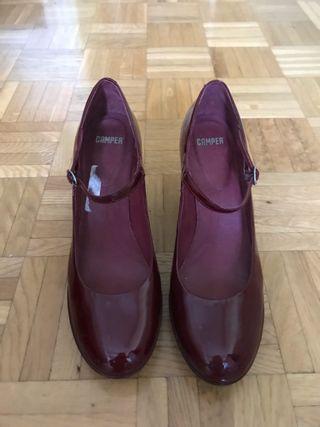 Zapatos tacón charol burdeos 41