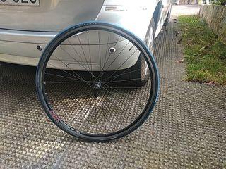 rueda delantera bicicleta de carretera