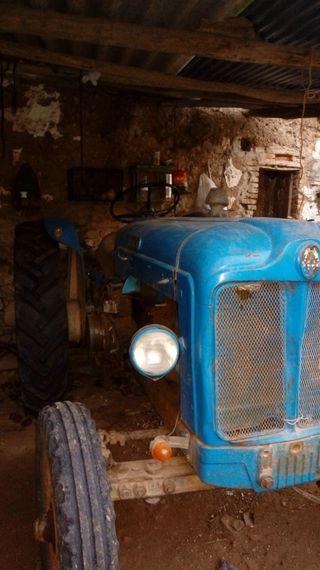 ebro 44 1963 + arado + cultivador