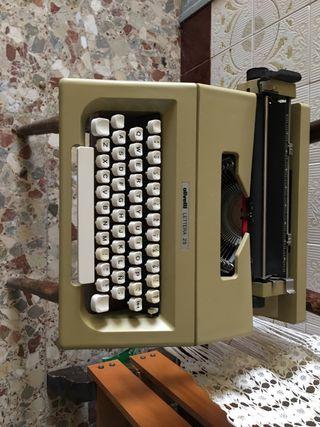 Maquina de escribir Olivetti LETERA 25