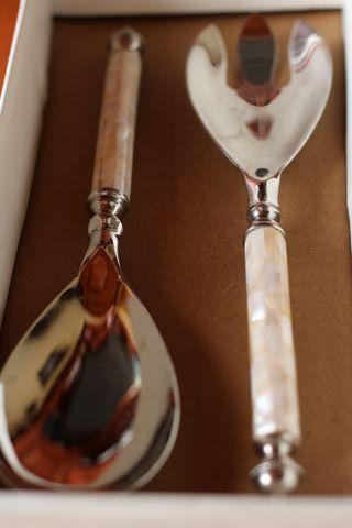Cuchara y tenedor para servir ensaladas