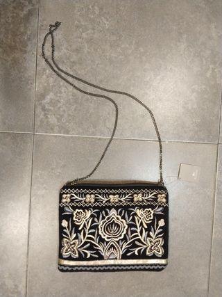 Bolso bordado con pedreria