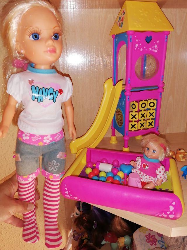 Nancy con el parque y accesorios