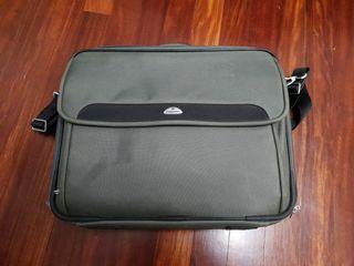 maletín de portátil marca samsonite