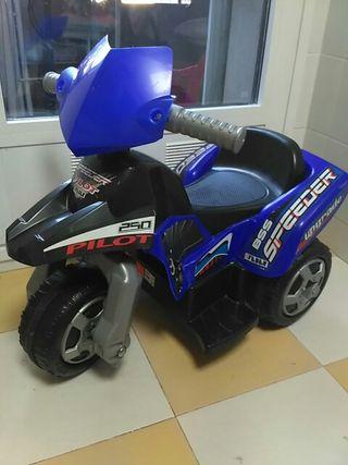 moto triclo feber de batería.