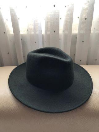 Sombrero verde oscuro de Zara