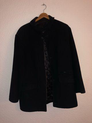 Abrigo negro acolchado