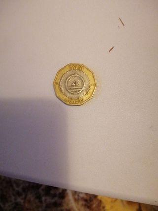 un moneda de 100 escudos