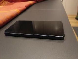 Xiaomi Redmi 4A, tapa gris azulada.