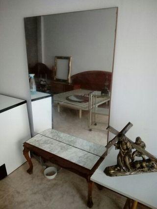 espejo y mesa de recibidor