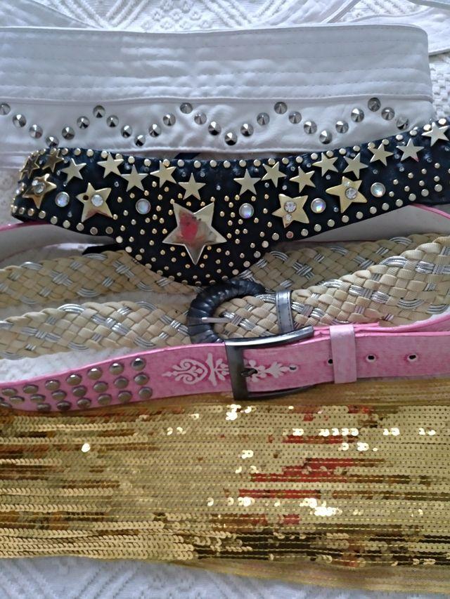 pack de 4 cinturones y una banda dorada