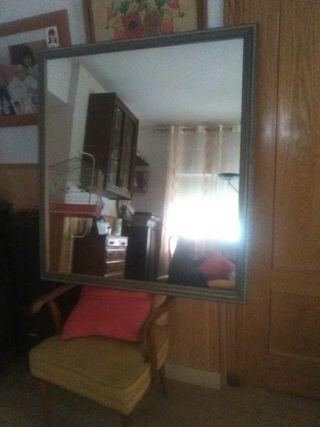 Espejo con moldura