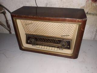 Radio antigua Telefunken. Modelo Gran Vals.