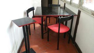 Mesa 3 sillas y peana.