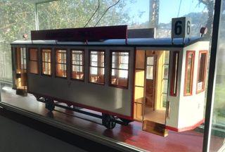 Maqueta en madera de tranvía de Vigo