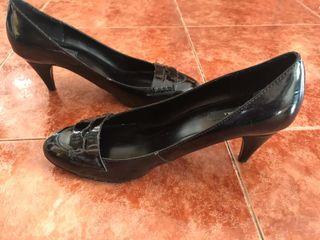 Zapatos Charol negros mujer marca ZARA. Talla 39 de segunda