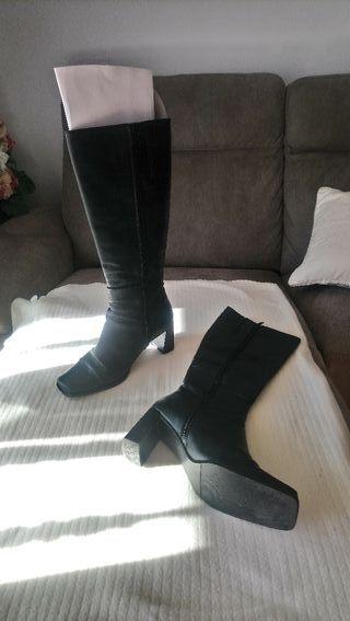 Botas altas negras piel