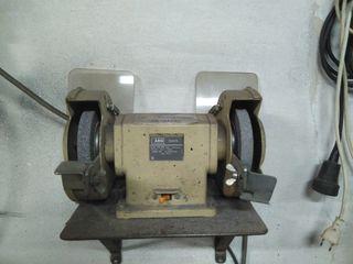 Maquina de afilar AEG
