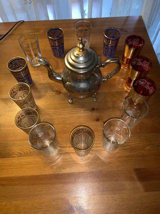 Tetera con 14 vasos